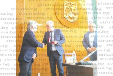 "Удостоиха със званието ""Почетен гражданин на Дупница"" световноизвестния художник Н. Янакиев"