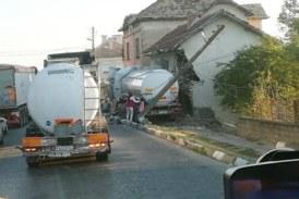 Семейството, в чиято къща се вряза тир, ще живее във фургон