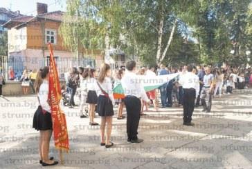 403-ма първокласници в Кюстендил с подарък православен буквар