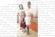 Пременена в народна носия първокласничка прекрачи прага на родното училище