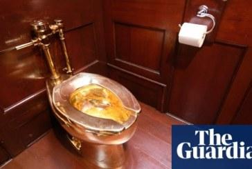 Откраднаха 18-каратова златна тоалетна от дворец във Великобритания