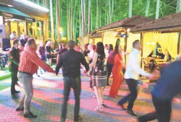 """""""Алегро Бенд"""" спретнаха незабравима веселба в хотел парк """"Бачиново"""", Живко Динев с оркестър изненадата този петък"""