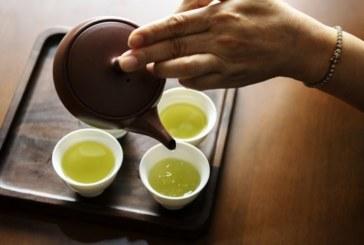 Ползите от пиенето на зелен чай вечер