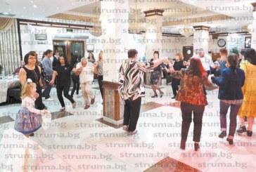"""Живко Динев и оркестър развълнуваха с изпълненията си клиентите на хотел парк """"Бачиново"""""""