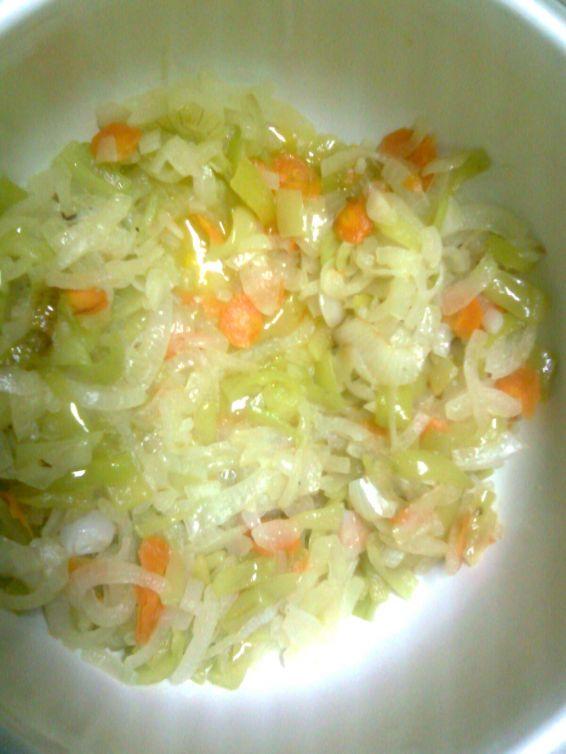 Задушен ориз с моркови и лук