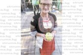 60-килограмови тикви, гигантски ябълки и глава лук за 10 салати показаха в кюстендилското село Багренци за Празника на плодородието