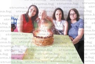 Бившата машинистка в мината баба Райка от Перник празнува столетие