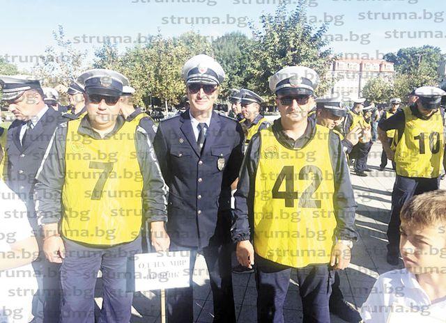 """Отборът на Перник трети в конкурса """"Пътен полицай на годината"""""""
