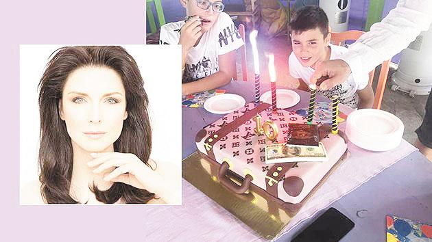 Синът на Жени Калканджиева празнува 10-и рожден ден с голяма компания приятели в Бобошево, тортата - куфар с пачки долари