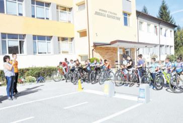 Ученици от Разлог показаха майсторски умения в състезание по приложно колоездене
