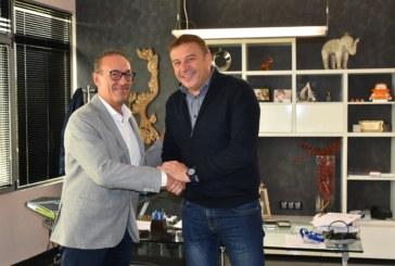 """Кандидат-кметът за трети мандат д-р Атанас Камбитов и собственикът на италианската фирма """"Гомсил"""" обсъдиха развитието на бизнеса в Благоевград"""