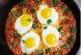 Яйца на очи с пикантен сос