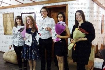 Млади поети и музиканти плениха публиката в Дупница с изпълненията си