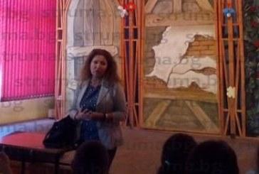 Инспектор Б. Хросинкова стресна четвъртокласници в Благоевград: И един бонбон да откраднете, ще ви арестуват