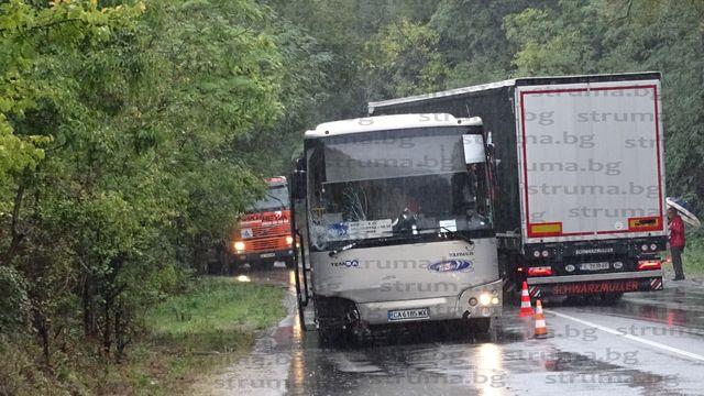 STRUMA.BG с информация за състоянието на пострадалия шофьор при катастрофата край Градево