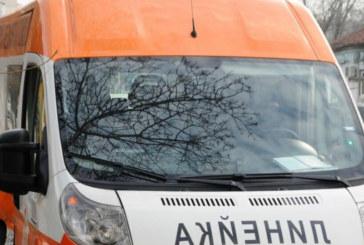 Камион се обърна край Симитли, транспортираха ранен в болница