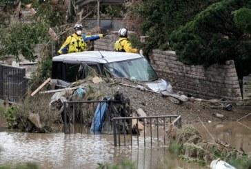"""Жертвите на тайфуна в Япония расте, 10 """"влака-стрела"""" са повредени"""