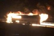 35 души загинаха при жестока катастрофа между автобус и камион