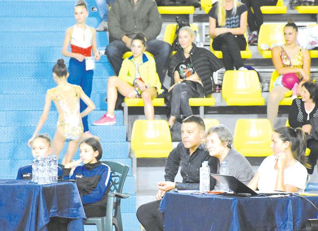Родители: Благодарим на д-р Камбитов, че осигури дом на художествената гимнастика в Благоевград, преди години дори и не сме си помисляли, че децата могат да практикуват този спорт тук