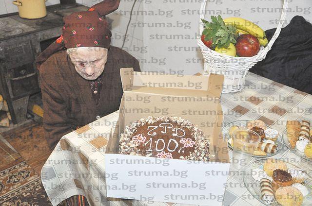 100-г. юбилей отпразнува с внуци и правнуци най-възрастният жител на община Разлог - баба Н. Катранджиева от с. Бачево