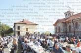 """Над 1000 потомци на родове от Тросково се събраха на курбан край църквата """"Св. Петка"""""""