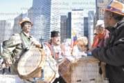Перничани от Чикаго с кукерски костюми сензацията на парада в Деня на Христофор Колумб