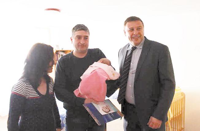 Д-р Атанас Камбитов: Община Благоевград ще отпуска по 500 лева за всяко новородено дете при ясни условия