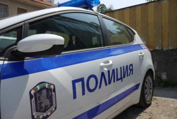 Опит за кражба в Дупница, помляха стъклото на шкода