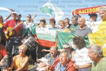 Планинари от три дружества окупираха геометричния център на Балканите край кюстендилското село Жеравино
