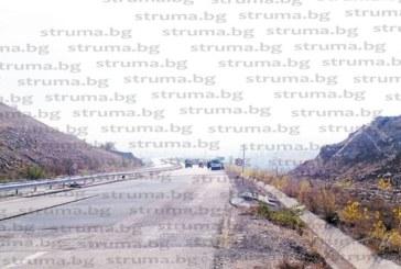 """Шофьори гневни: АМ """"Струма"""" в района на пътен възел Кочериново пак е в ремонт"""