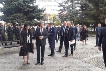 Новият кмет на Банско Ив. Кадев положи клетва и встъпи в длъжност, Г. Икономов му предаде ключа на града и седна от страната на опозицията