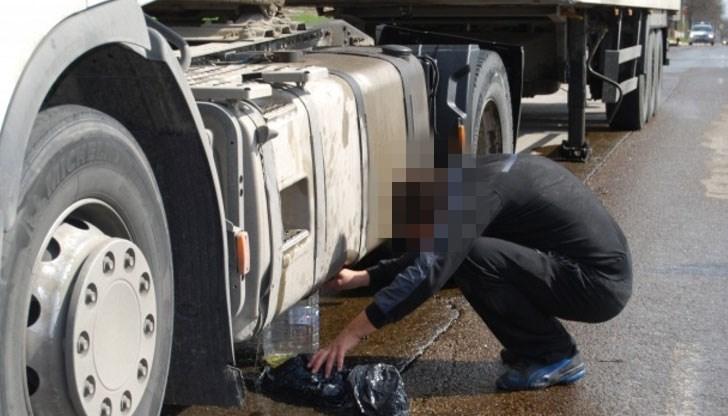 Източиха горивото на камион край Зелен дол
