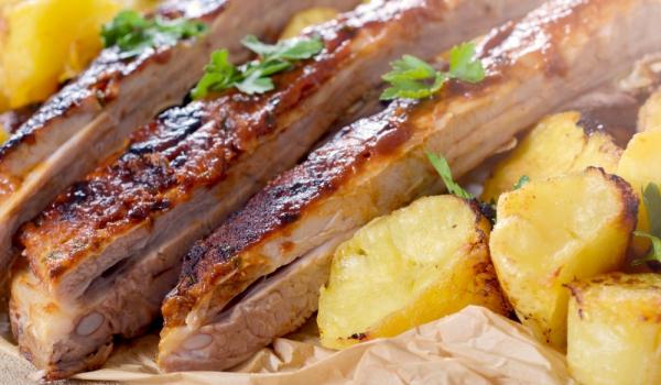 Свински ребра на фурна със зеленчуци и мартини