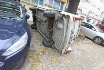 Шофьор обърна кола, за да си освободи място за паркиране