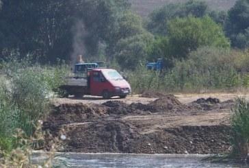 Спипаха двама мъже, добивали незаконно пясък от река Струма