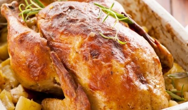 Пияно пиле в запечени картофи