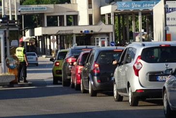 Километрична опашка от автомобили на границата с Гърция