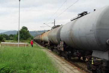 Товарен влак се запали в движение
