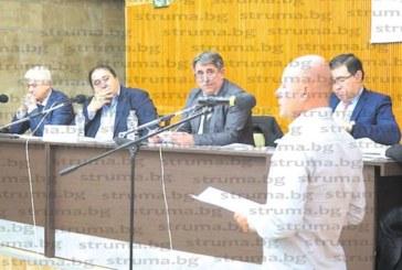"""Сделката по продажбата на бивша бензиностанция в """"Гиздова махала"""" за 157 777 лв. взриви бурен скандал на първата работна сесия на новия ОбС в Дупница"""
