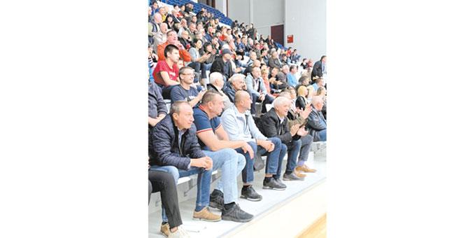 """41- г. ветеран К. Стойков хвърли в еуфория 700 фенове на """"Марек"""", стратегът на 4-те шампионски титли Н. Найденов се завърна на трибуните"""