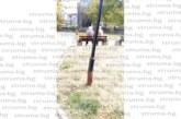 """Читатели сигнализират за голяма опасност! Ръжда поваля лампите в парка на ул. """"Д. Груев"""" в Благоевград само 4 г. след тържественото рязане на лентата"""