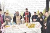 Стотици миряни седнаха на обща трапеза до параклиса край Мечкул