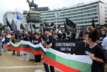 Майките скочиха в защита на Бисер Петков, искат от премиера да го върне