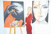 Художничка от Гоце Делчев с първа самостоятелна изложба в Симитли