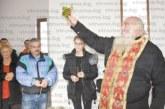 Миряни от Симитлийско се събраха за освещаването на новия параклис край Ракитна