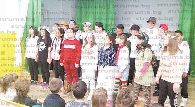 Бъдещи първокласници прекрачиха за първи път прага на училището в Симитли