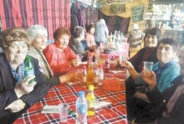 ДАДЕНА ДУМА, ХВЪРЛЕН КАМЪК! Новият-стар кмет на Големо село В. Васев плати от джоба си екскурзия до Осоговския манастир за 50 от съселяните си