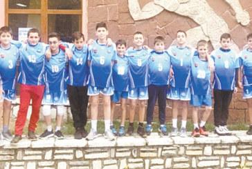 """Децата на """"Пирин"""" /Рз/ шампиони на регион Струма, батковците без загуба в най-силната група"""