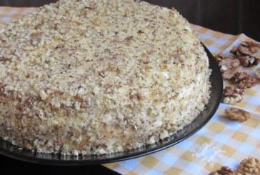 Домашна торта с крем и орехи