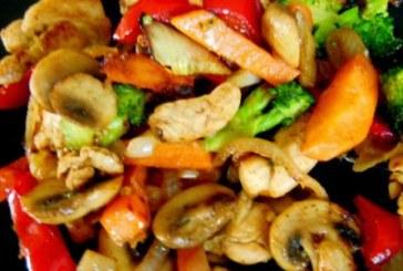 Пиле с хрупкави зеленчуци по китайски